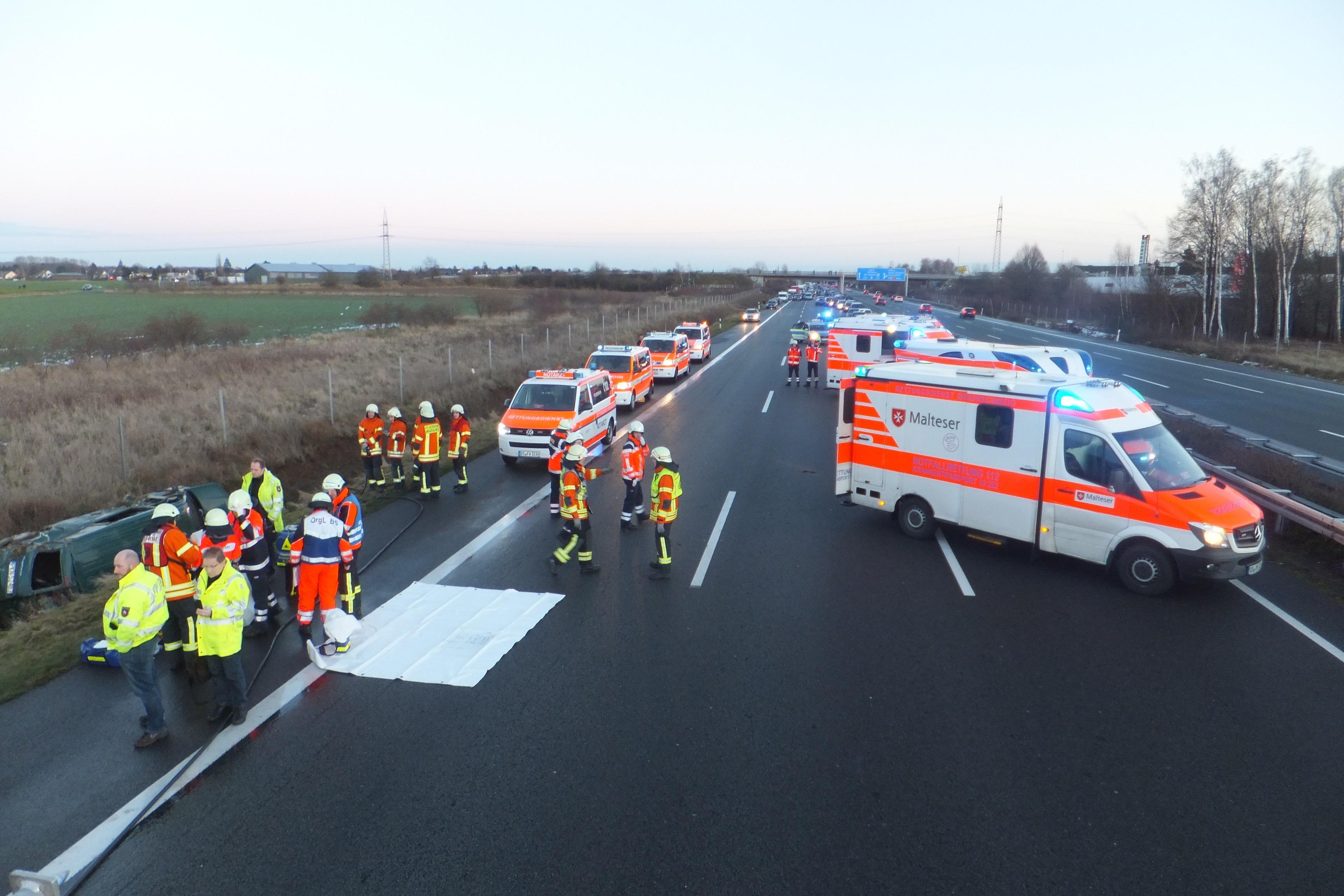 Verkehrsunfall auf der A2 mit mehreren verletzten Personen